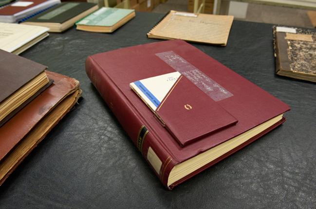 Le Livre Original Joint A La Version En Braille La Chose