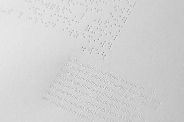 Verso du braille et texte imprimé en plomb